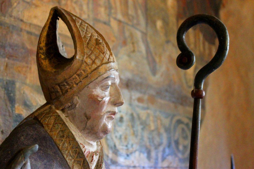 Statue de saint Robert à Lavaudieu.