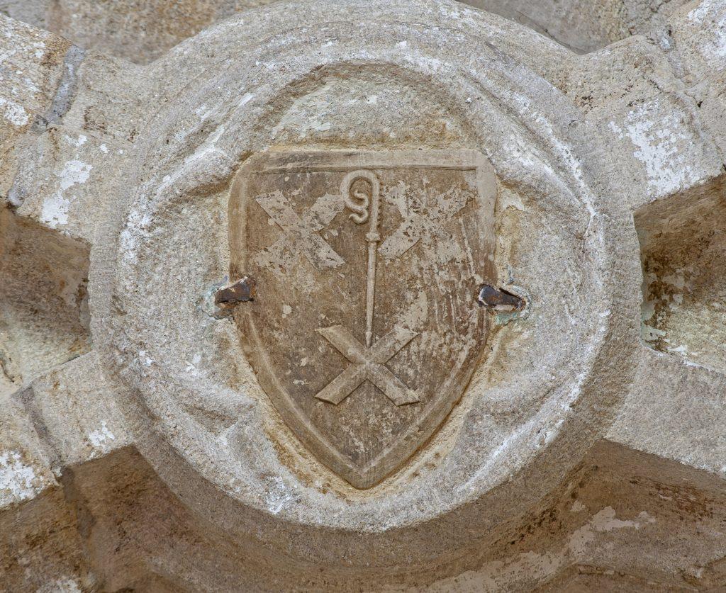 Les armoiries de l'abbé Jean de Chandorat sur la clef de voute juste au-dessus de l'orgue de La Chaise-dieu.